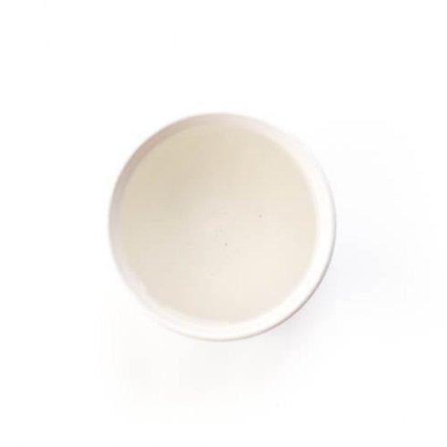 Biologisch baiya puerh thee in een wit theekopje vol aardse zachte smaken.