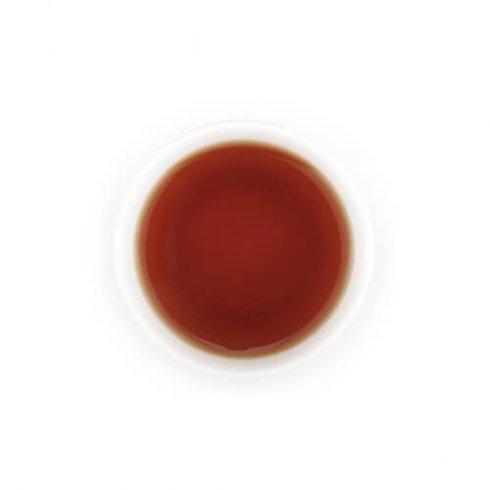 Ceylon zwarte thee uit Sri Lanka in witte theekop van Mevrouw Cha.
