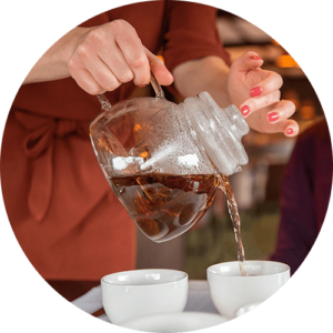 Genieten van een thee arrangement van Mevrouw Cha