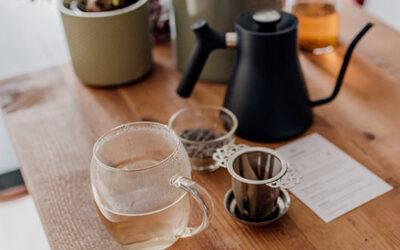 Welke thee accessoires heb je nodig voor het zetten van losse thee?